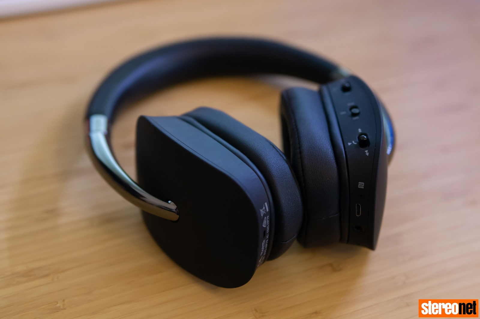 REVIEW: NAD ELECTRONICS HP70 NOISE CANCELLING BLUETOOTH HEADPHONES