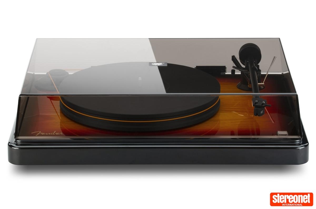Fender x MoFi PrecisionDeck turntable