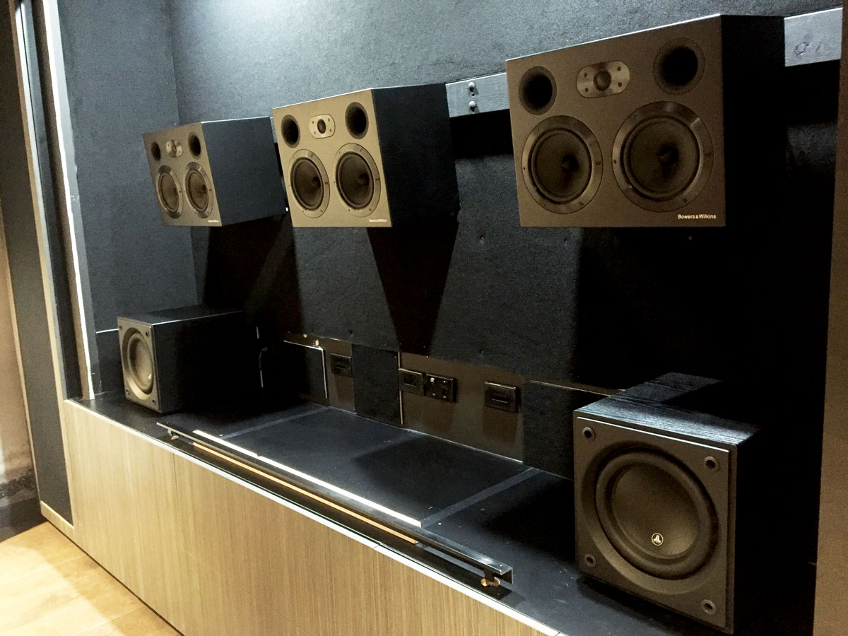 Entertaining Environements Contemporary Cinema with B&W Speakers