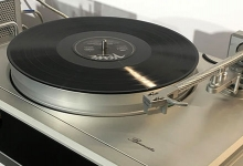 BURMESTER CELEBRATES ITS 40TH BIRTHDAY WITH A TURNTABLE