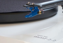 REVIEW: MUSIC HALL MMF 2.2 TURNTABLE
