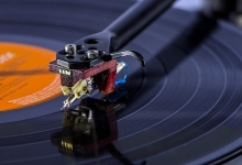 VAN DEN HUL RELEASES TOP OF THE LINE PHONO CARTRIDGE