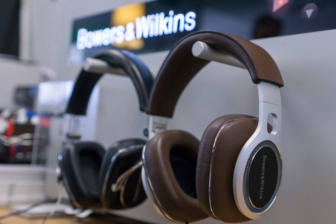 Bowers & Wilkins P7 vs P9 Headphones