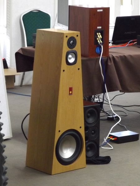 Legend Kanga 8 and Big Red Active speakers#2.jpg