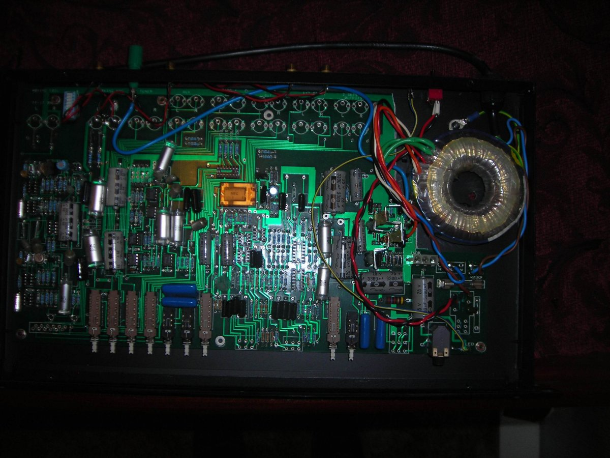 Amber phono stage lid lifted 1.jpg