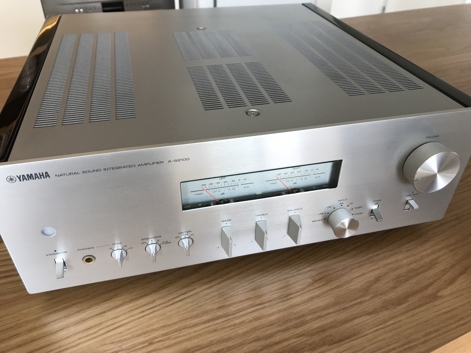 sold fs yamaha a s2100 integrated amp silver. Black Bedroom Furniture Sets. Home Design Ideas