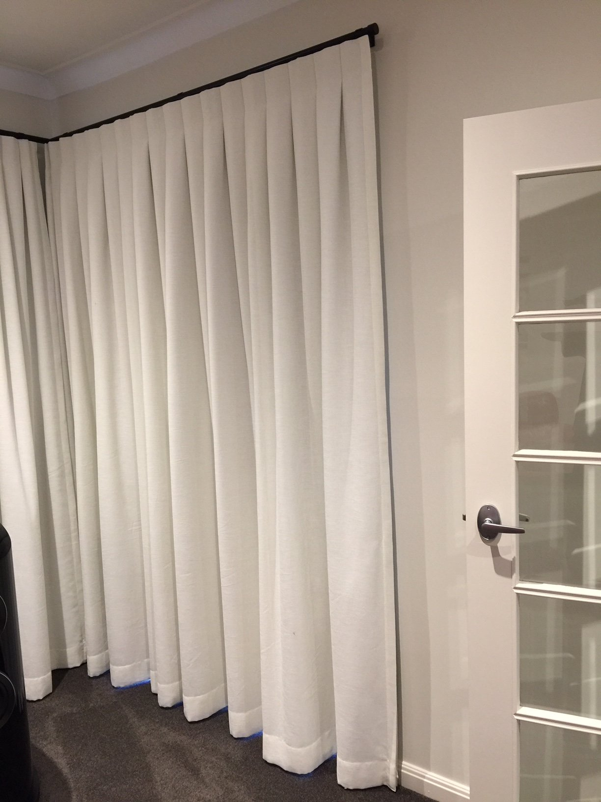 curtains absorbing living around sound myhomedesign room curtain beautiful cancelling world window blinds bed full canceling noise ideas the treatments picture reduction marvelous of size win