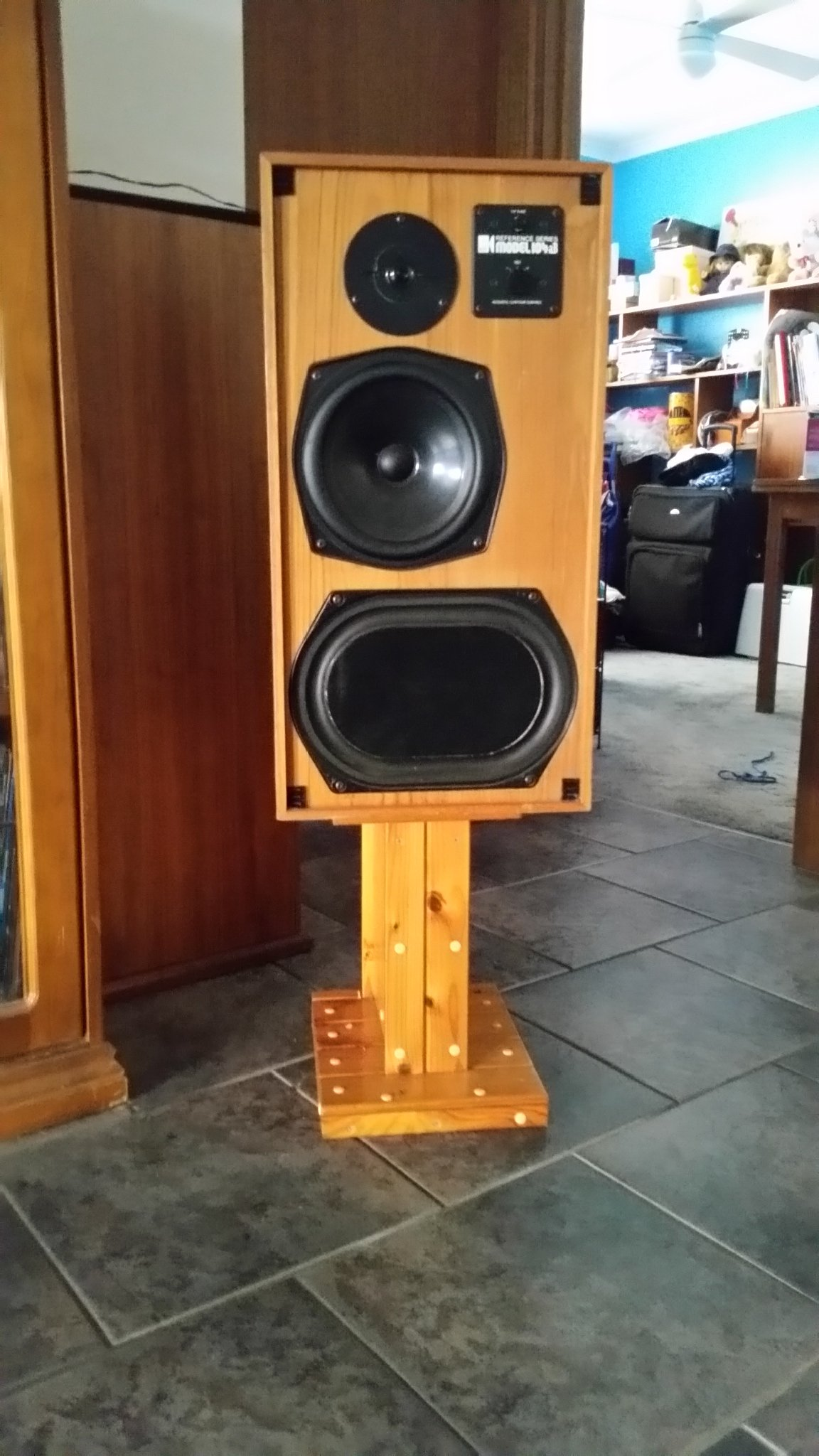1 pair of Kef 104ab reference and a pair of Concertos - Speakers