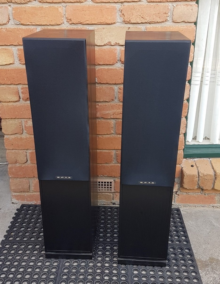 SOLD: #AS NEW# krix Lyrix black ash timber finish Speakers