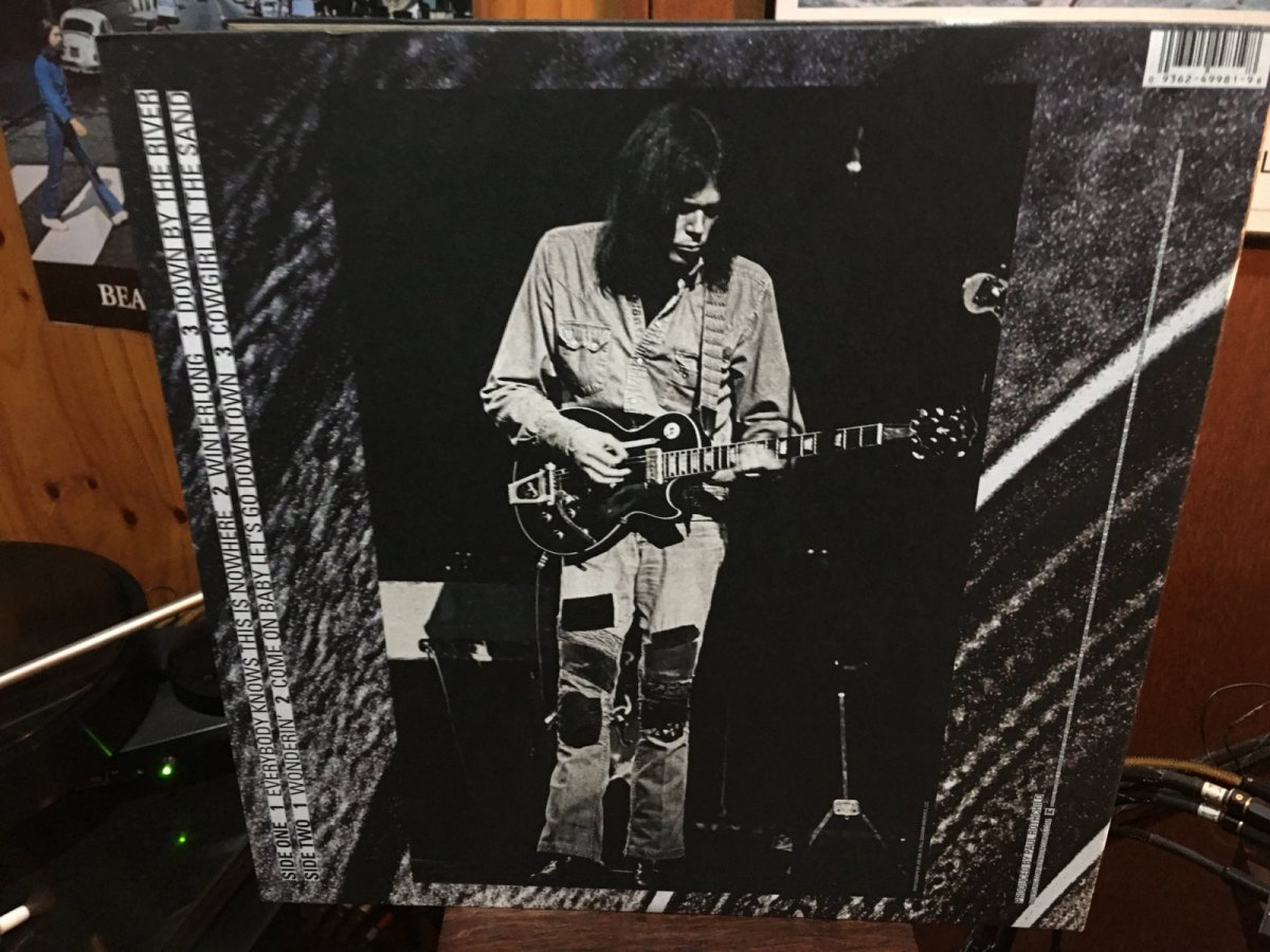 Neil Young & Crazy Horse - Live At The Fillmore 1970 bac cover.JPG