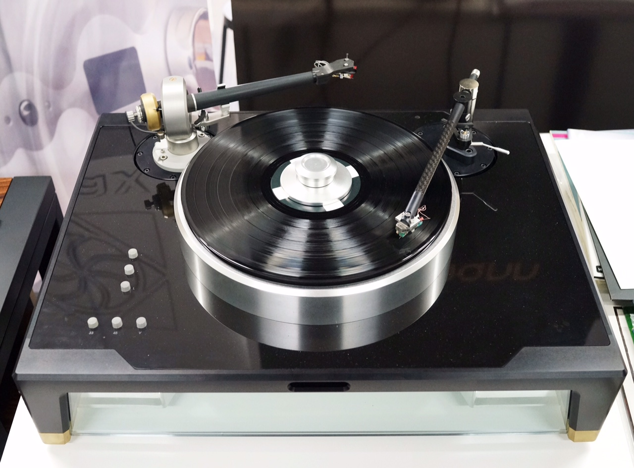 The Döhmann Helix 1 Turntable  Helix-lg-1