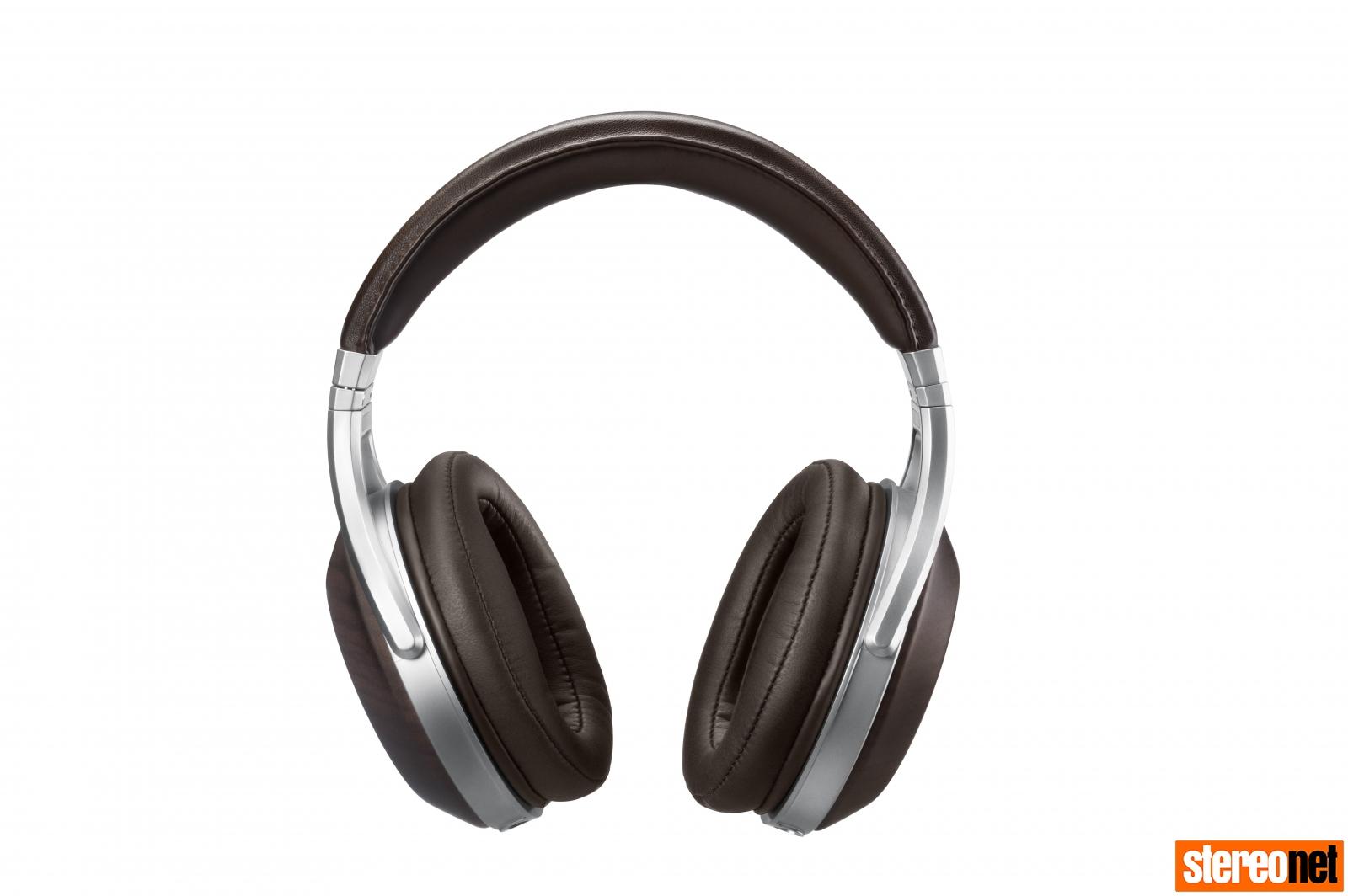 Denon AH-D5200 headphones