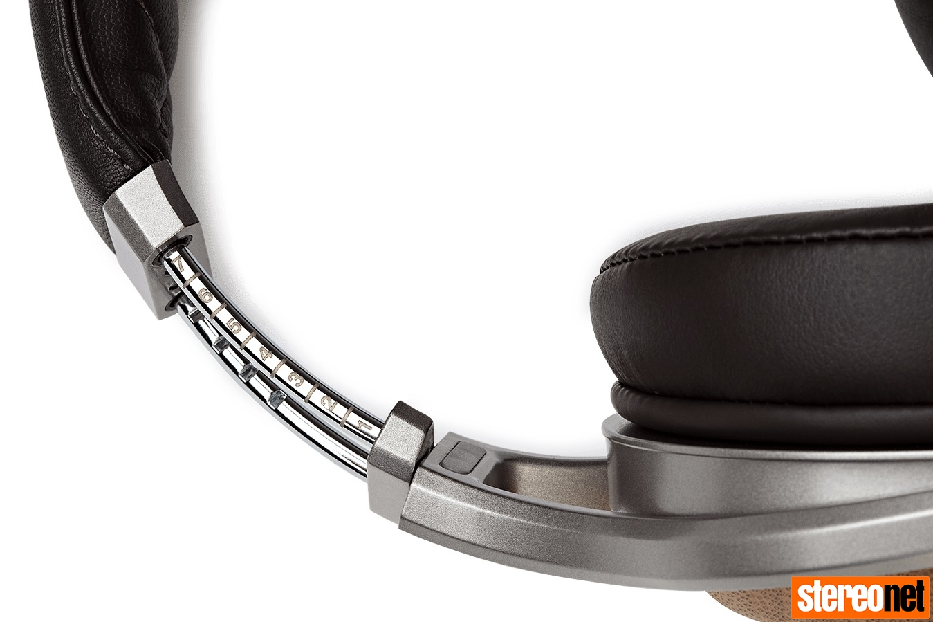 Denon AH-D9200 headphones detail
