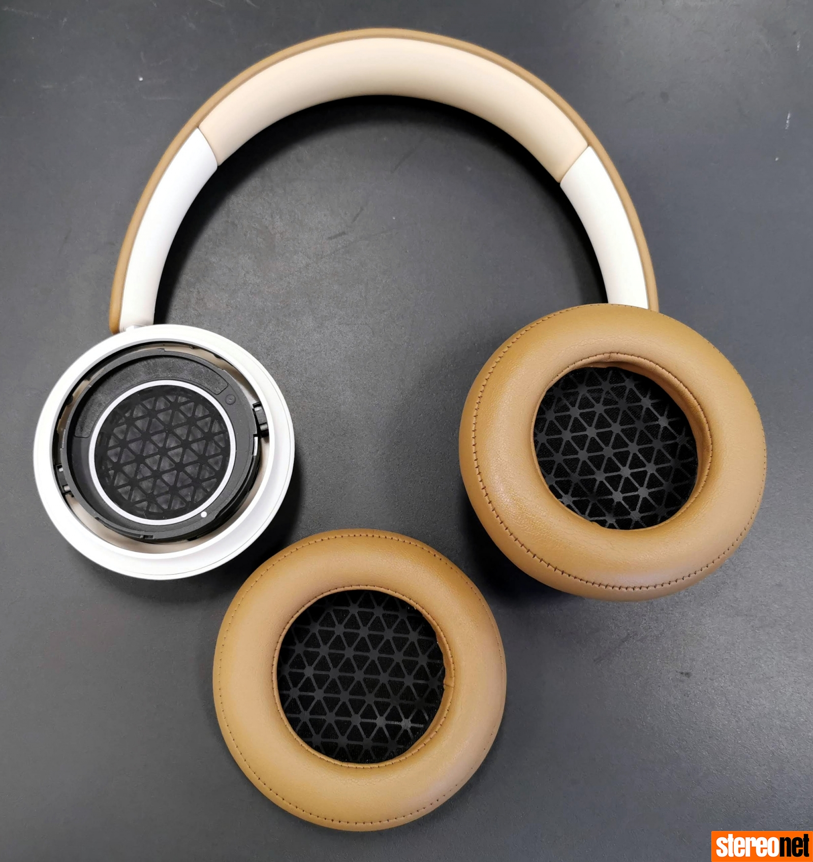 DALI iO-4 Headphones