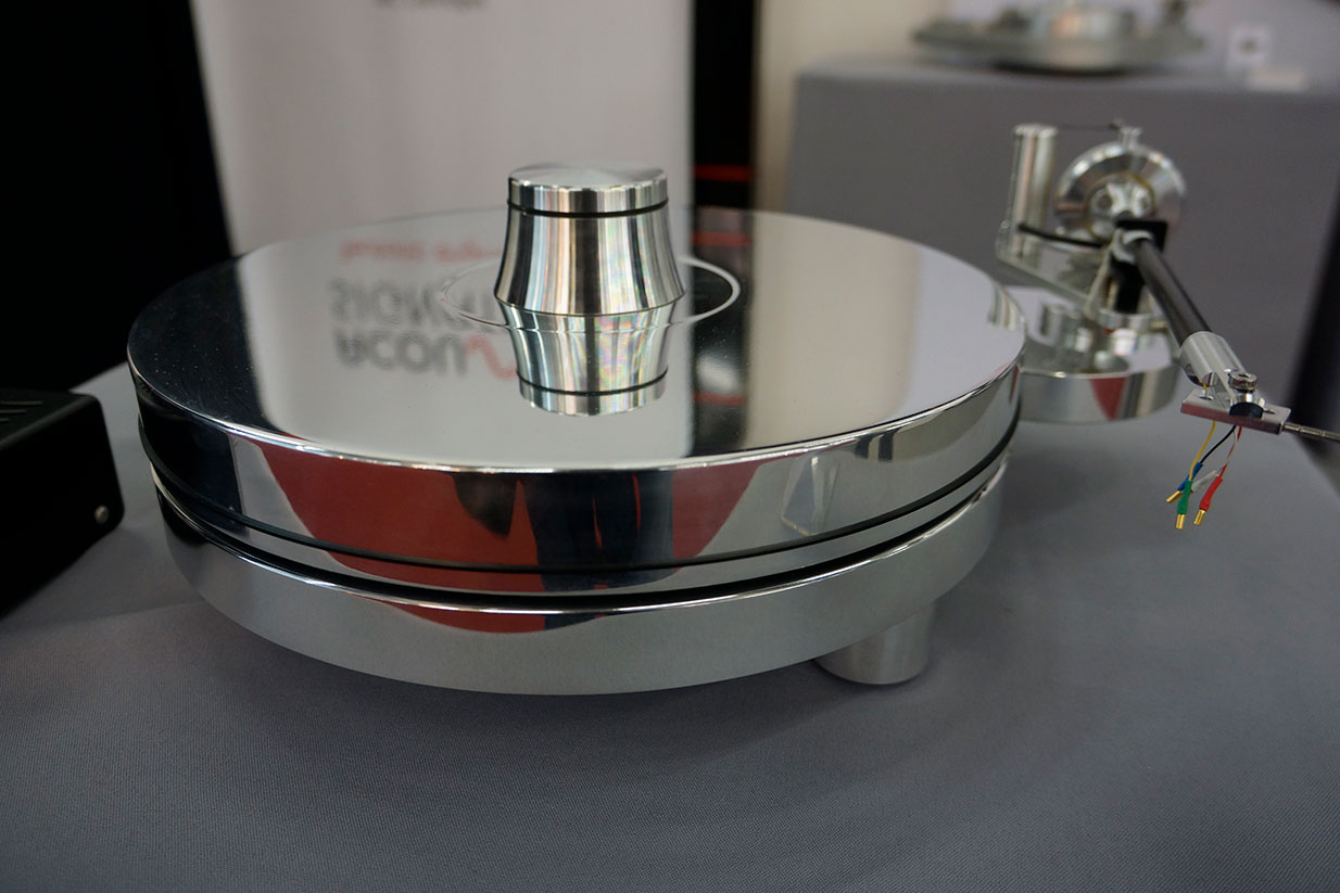 Acoustic Signature Merlin Turntable