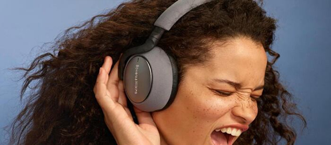 BOWERS & WILKINS GETS SERIOUS ABOUT WIRELESS DIGITAL HEADPHONES
