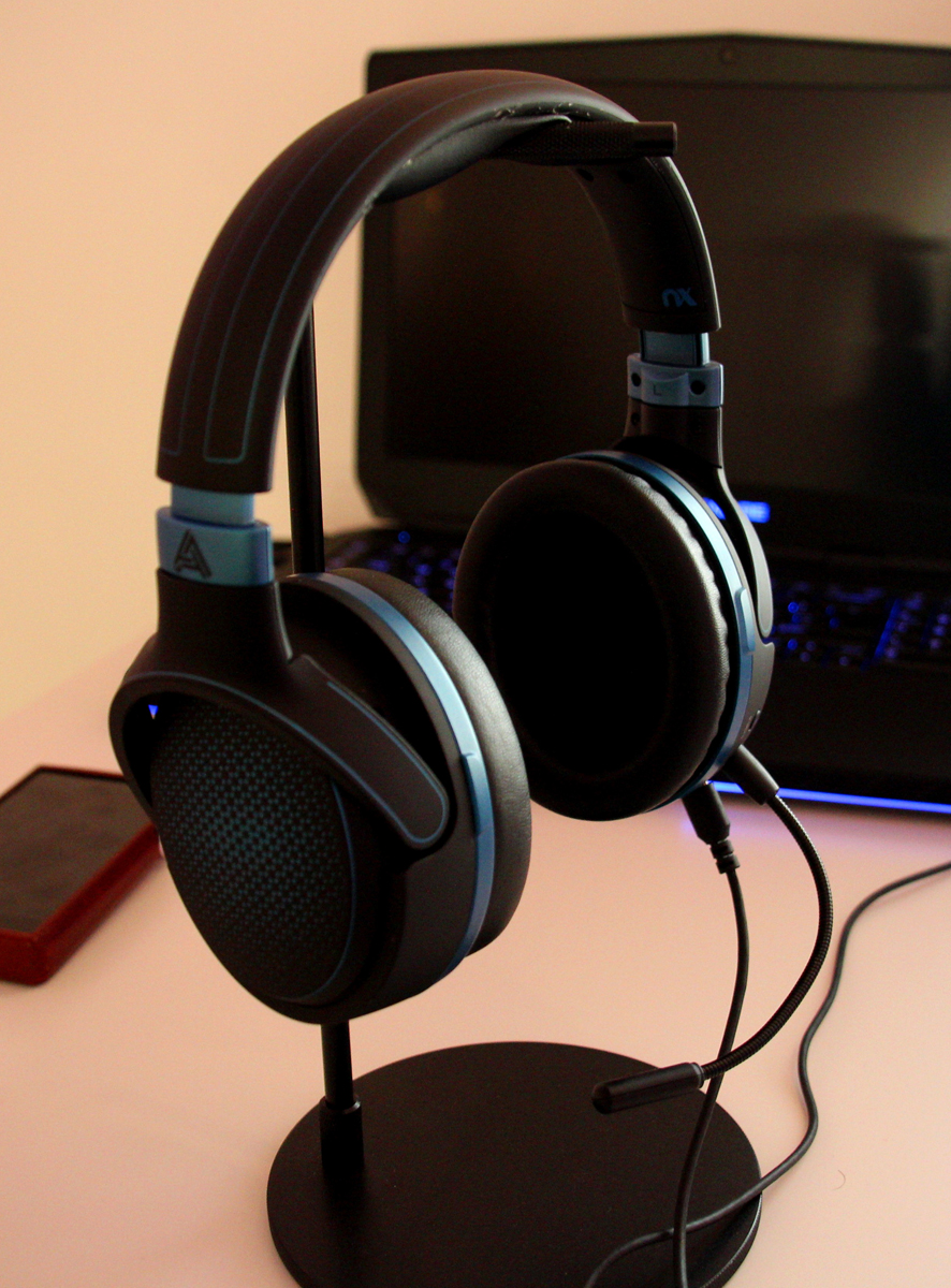 2e8f37ddf4e Sporting a comfortable, lightweight, and wireless design, they're just the  thing for gaming marathons. Your lobes are cushioned by contoured memory  foam ear ...