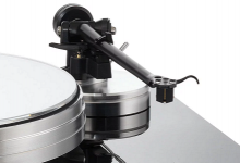 ACOUSTIC SOLID TURNTABLES ARRIVE IN UK